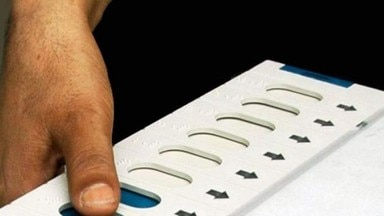 BSP VOTER CUTS HIS FINGER BY PRESSING WRONG BUTTON TO BJP